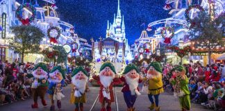 Travelzoo and Disney Offer Exclusive Live View of Christmastime Parade