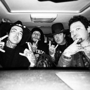 Novak with friends in car