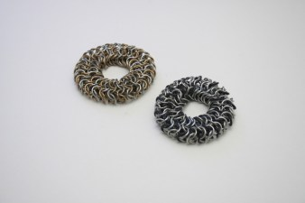 chainmail_bracelet_euro_tube_black_stretch_steel_brass