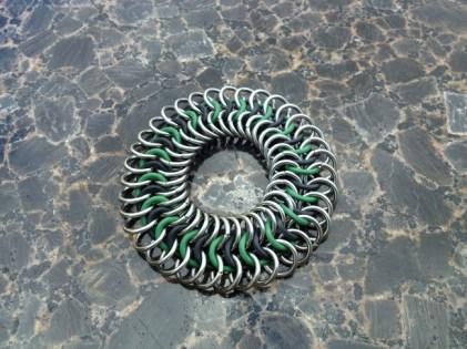 chainmail_bracelet_stretch_green_black_steel