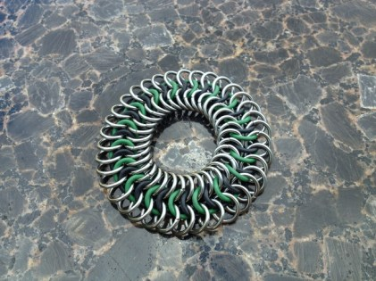 chainmail_bracelet_stretch_green_black_steel