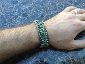 chainmail_bracelet_stretch_green_steel