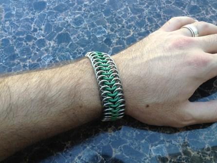 chainmail_bracelet_stretch_green_steel