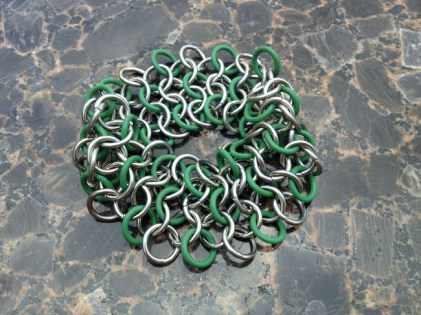 chainmail_bracelet_wide_stretch_green_steel