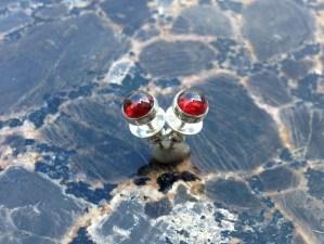 earring_studs_garnet_silver