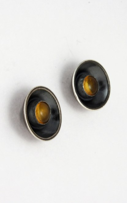 earrings_cupped_stone_amber_stud_angle