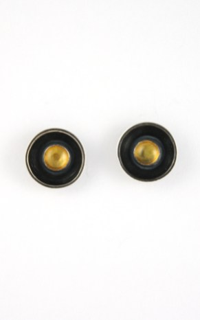 earrings_cupped_stone_amber_stud_straight