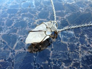 necklace_crystal_chunk_silver_back