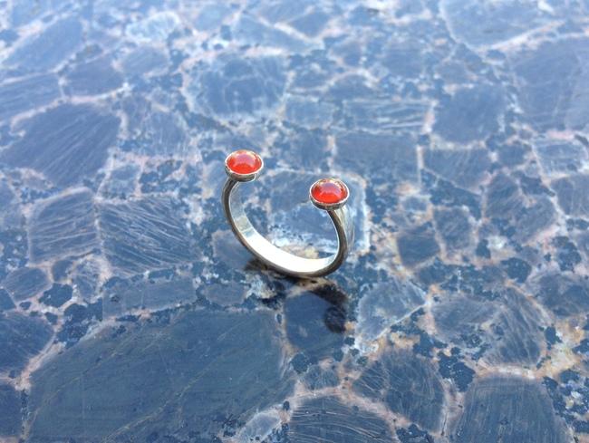 ring_open_horseshoe_carnelian_silver