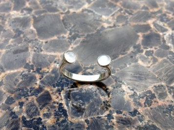 ring_open_horseshoe_moonstone_silver