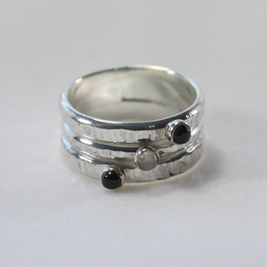 ring_triband_silver_rustic_moonstone_onyx