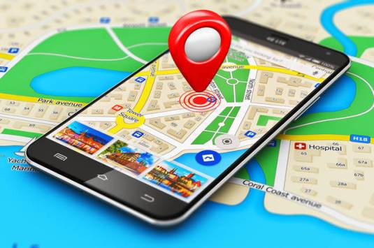 Waze vs Google Maps: Which one is Better? - Brand Riddle