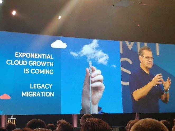 OVH Summit 2017  OVH szybko stanie się globalnym liderem usług cloud OVH Summit Laurent Allard 2 1024x768