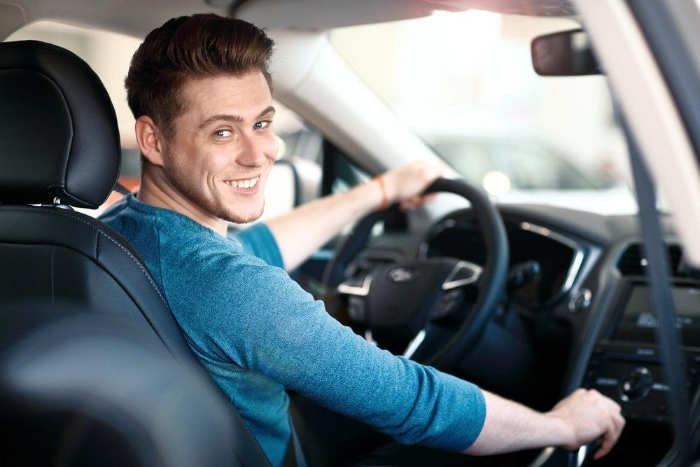 Dobry samochód dla młodego kierowcy — czym się kierować przy wyborze dobrysamochoddlamlodegokierowcy czymsiekierowacprzywyborze3