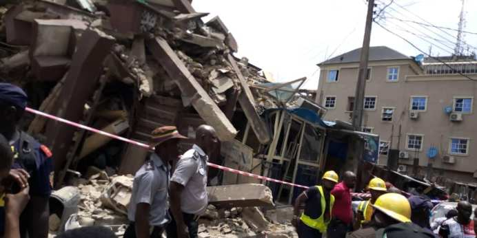 A THREE STOREY BUILDING COLLAPSES IN LAGOS BRAND SPUR NIGERIA