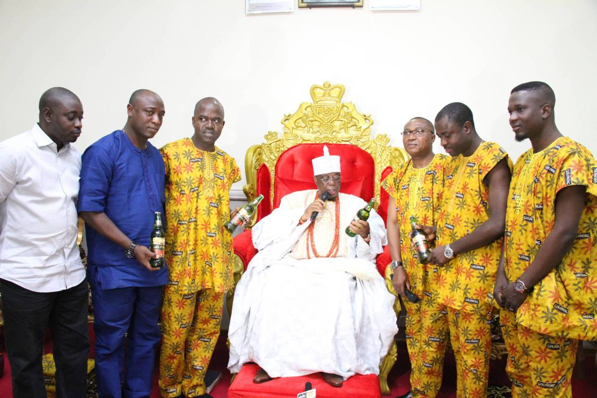 L-R: Taiwo Okunade, Area Sales Manager, Ado-Ekiti, Goldberg, Nigerian Breweries Plc; Prince Adegboyega Omotoyinbo, General Manager, Ofage Enterprises; Emmanuel Agu, Portfolio Manager, Regional Mainstream Brands, Nigerian Breweries Plc; His Royal Majesty, Alayeluwa Oba (Dr.) Rufus Adeyemo Adejugbe Aladesanmi III (CON, JP), the Ewi of Ado-Ekiti; Tayo Adelaja, Public Affairs Manager, Nigerian Breweries Plc (West and Mid-west); Funso Ayeni, Senior Brand Manager, Regional Mainstream Brands, NB Plc and Akinola Femi, Assistant Brand Manager, Regional Mainstream Brands, NB Plc at the Palace of the Ewi of Ado-Ekiti when the team visited the Oba in his palace just before the Fuji t'oBam Semi-final in Ado Ekiti on Friday.