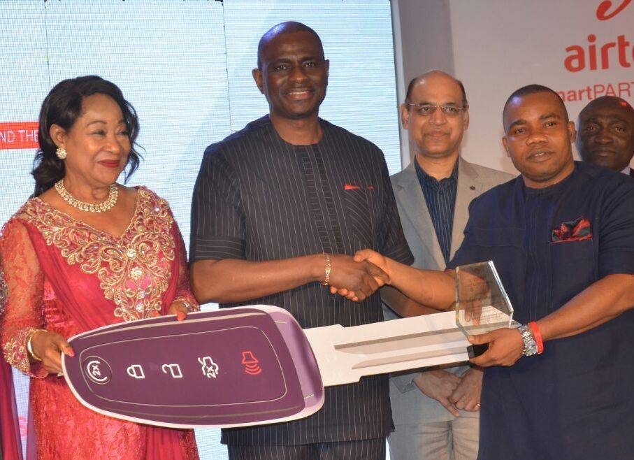 L-R, President, Lagos State Chamber of Commerce & Industry (LCCI), Chief (Mrs.) Nike Akande; Managing Director and Chief Executive Officer, Airtel Nigeria, Segun Ogunsanya; Chief Technical Officer, Airtel, Col. Awadhesh Kalia and Senior Manager, Idems Ultimate Ltd, Ubong Imoh during the presentation of CEO Award for Excellence in Customer Acquisition to Idems Ultimate at the Airtel Smart Partners Awards 2016 organised by the telco to honour its Channel Partners, held in Victoria Island, Lagos.