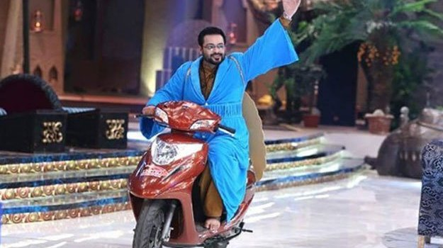 Aamir Liaquat Hussain On Heavy Bike Against VIP Culture