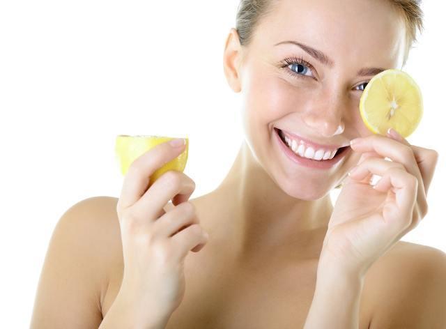 يساعد الليمون في تفتيح المناطق الحساسة