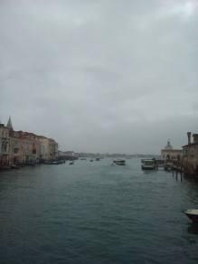 Ponte mobile sul Canal Grande vista Punta della Dogana