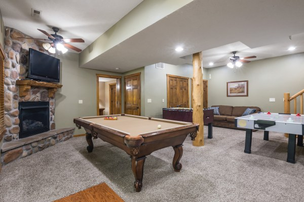 Deer Valley Lodge vacation rental home near Table Rock Lake and Silver Dollar City in Branson, Missouri