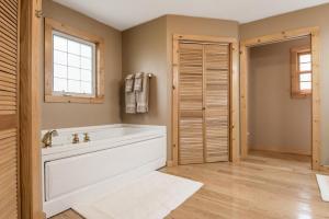 Hideaway-Haven-04-bedroom-suite-169