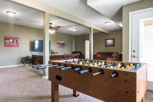 Majestic View vacation rental Branson and Kimberling City, Missouri - family room
