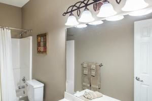 Majestic View vacation rental Branson and Kimberling City, Missouri - bathroom