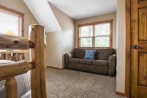 Branson-Vacation-Houses-Black-Bear-Lodge-10-1002