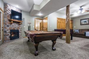 Branson-Vacation-Houses-Black-Bear-Lodge-12-1031