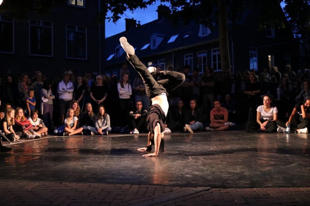 AID Wageningen, bijzonder mooie freeze tijdens een Breakdance freestyle (c) Aneesa Inaad