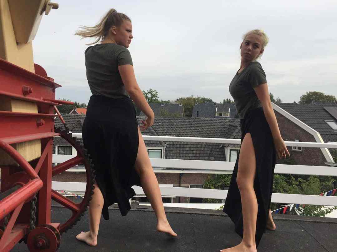 De selectie 14+ mocht de officiele opening doen en danste boven in de molen! Foto Martijn Adelmund_verkl