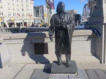 Photo of a statue of Joseph Brant. Courtesy of http://www.waymarking.com/waymarks/WMMWZQ_Thayendanegea_Joseph_Brant_Ottawa_Ontario.
