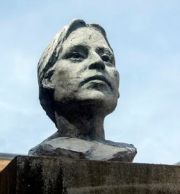 Photo of a statue of Molly Brant's head. Courtesy of https://www.kingstonregion.com/opinion-story/5708069-a-heroine-s-story/.