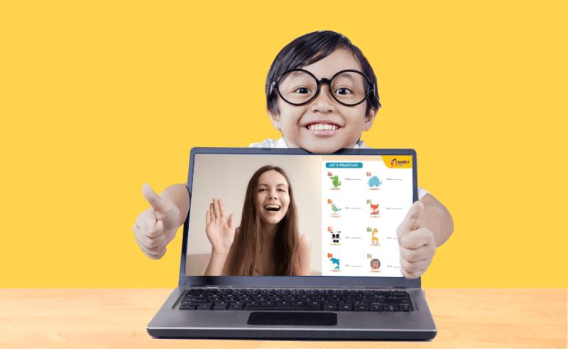 criança com computador melhor idade para aprender inglês
