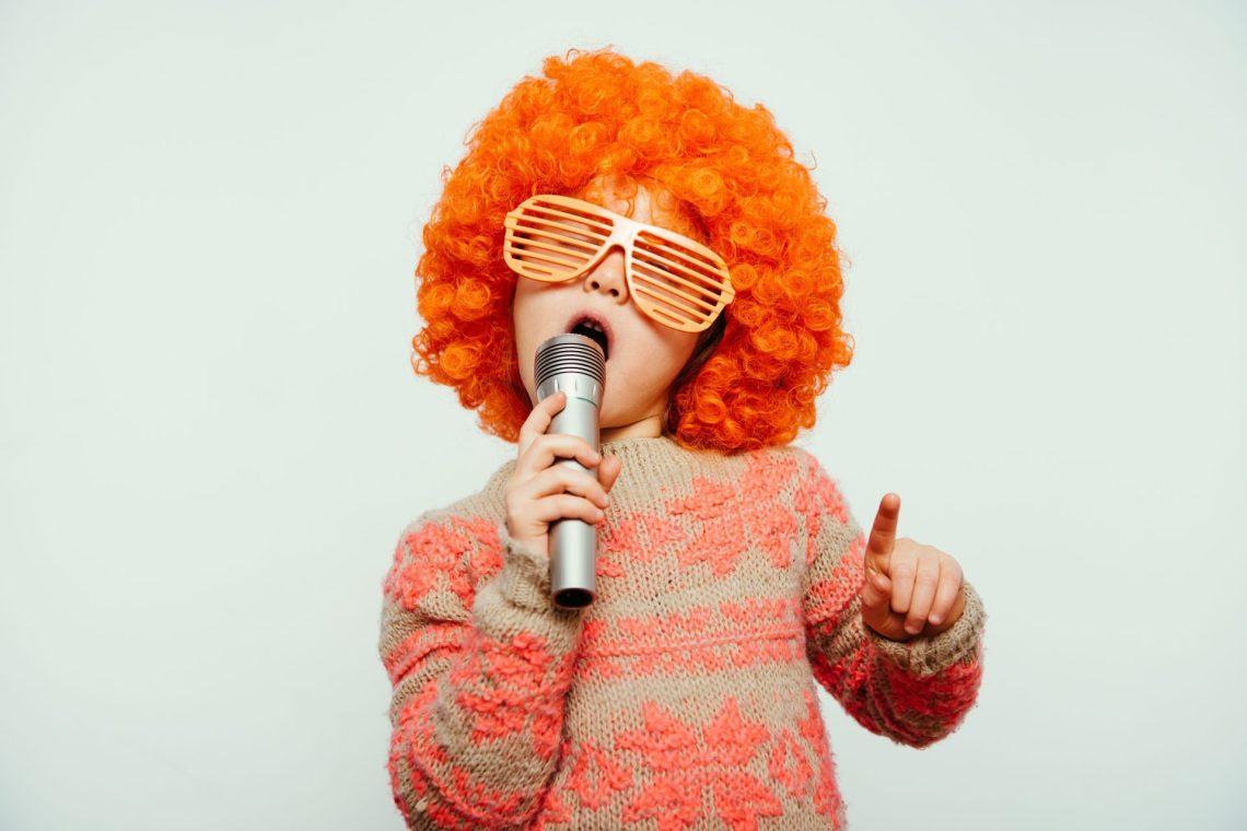 nina cantando canciones populares cambly