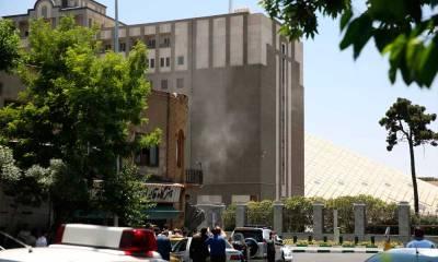 omens armados atacam parlamento e mausoléu no Irã; Estado Islâmico reivindica as ações
