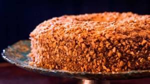 Festa junina criativa: chef Junior Durski ensina como fazer um saboroso bolo de amendoim