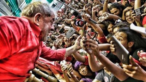 Em ato da CUT, Lula diz que é alvo de perseguição da Justiça