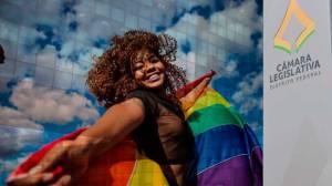 Bancada evangélica pede fim de apoio cultural a LGBTs