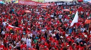 Justiça determina que GDF pague última parcela de reajuste a professores