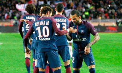 PSG perde chances, mas vence com gols de Cavani e Neymar
