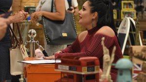 Blogueira lança livro e agita a noite em shopping na Asa Norte