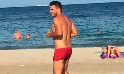 Só de sunga, André Marques relembra temporada em Ibiza