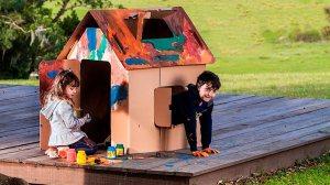 Brinquedo de papelão garante diversão para toda a família