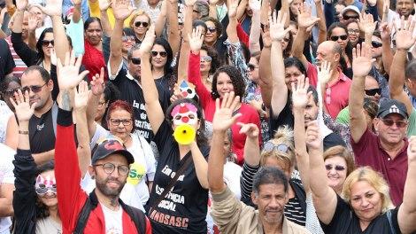Greve dos servidores da assistência social do DF ganha apoio de distritais