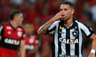 Botafogo tira vantagem do Flamengo e se classifica para a final do Campeonato Carioca