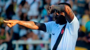 Vasco vence Botafogo e tem vantagem na semi contra alvinegro