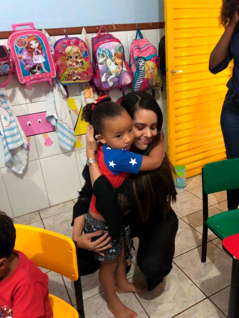 Mayara Noronha visitou a creche do Centro Social Comunitário Tia Angelina, no Varjão/Foto: Divulgação