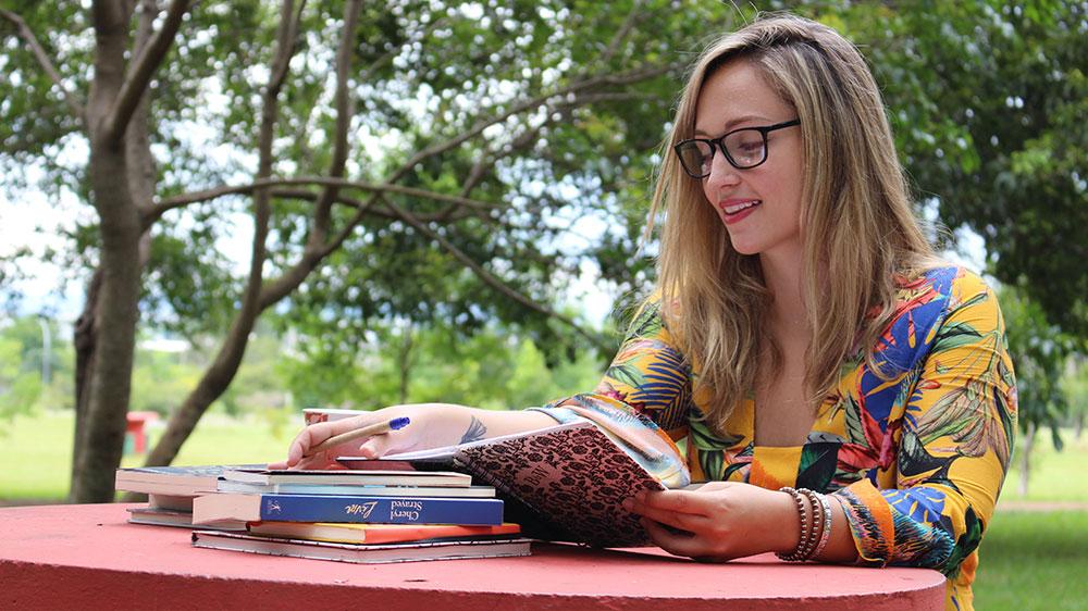 Isabella de Andrade é a autora do romance Pelos olhos de ver o Mar. Foto: Divulgação
